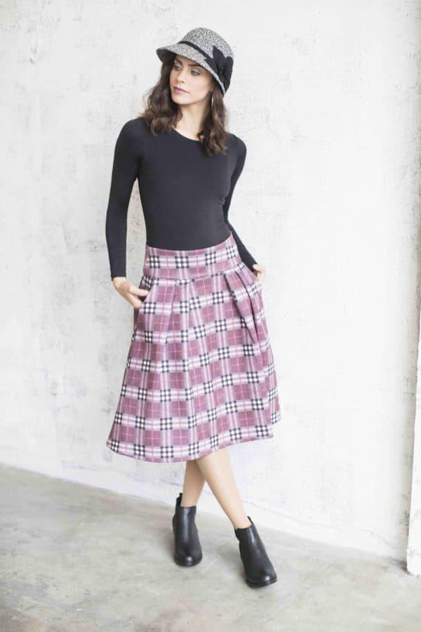 חצאית אוכמניות משבצות ורוד