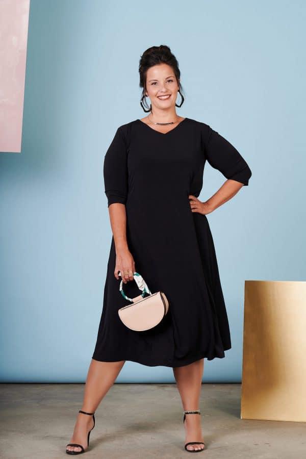 שמלת חן שחור