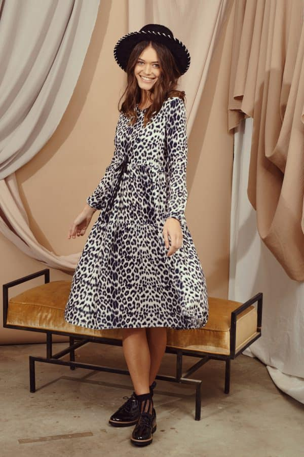 שמלות צנועות קטיפה מנומרת בהירה