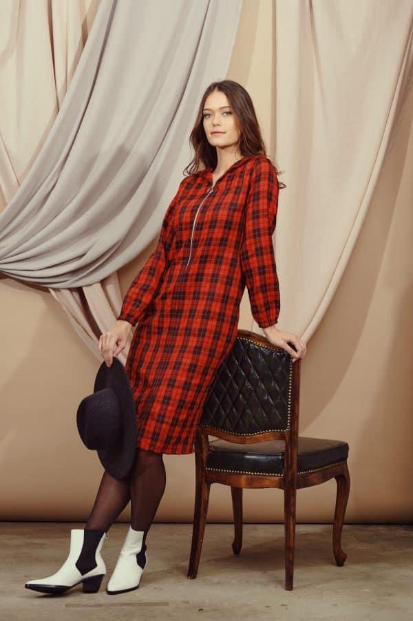 שמלת סקוטית שחור-אדום